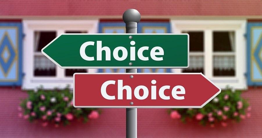 二通りの選択肢を表す標識