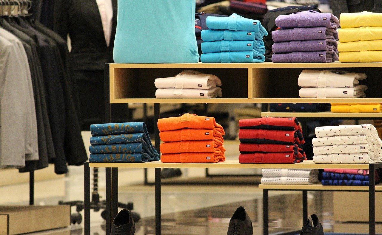 服屋さんで売られている服