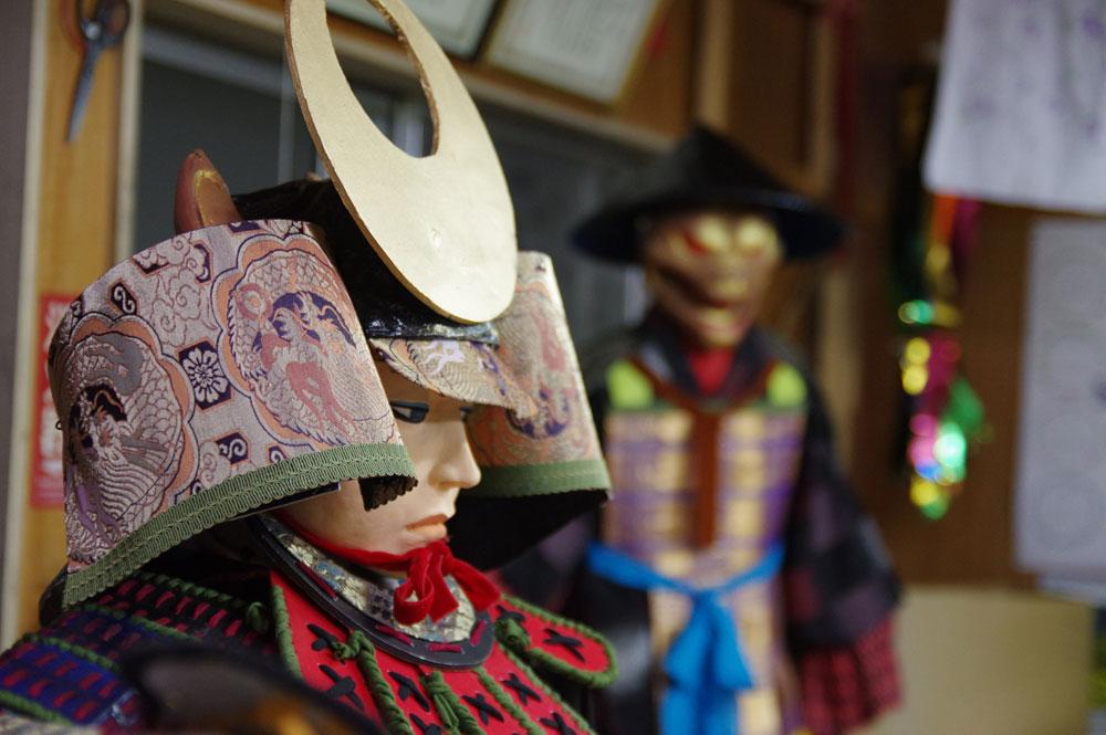 店頭に飾られている日本の兜