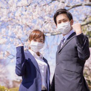 マスクをした男女